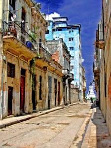 Colonial buildings in Havana. Photo: Rudi Heim